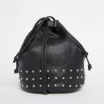 ASOS – Kleine Umhängetasche aus Leder mit Nieten